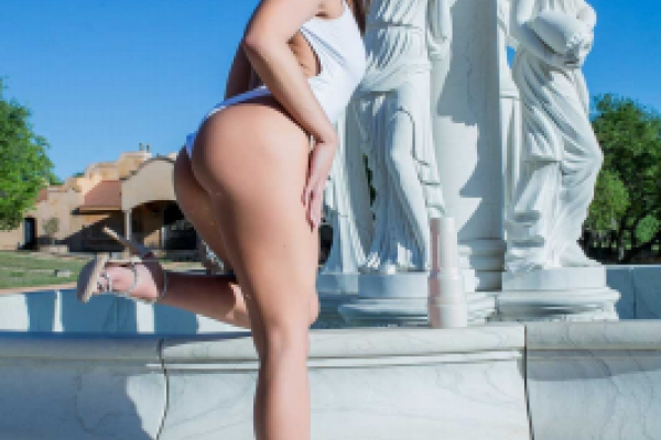 Adriana Chechik Fountain Image 4