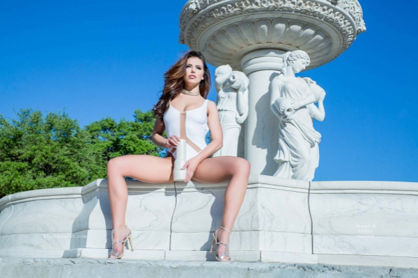 Adriana Chechik Fountain Image 13