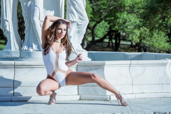 Adriana Chechik Fountain Image 23