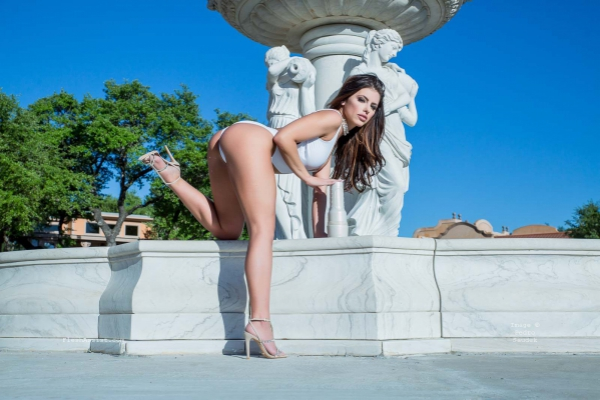 Adriana Chechik Fountain Image 25
