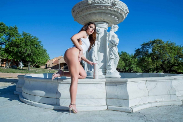 Adriana Chechik Fountain Image 29