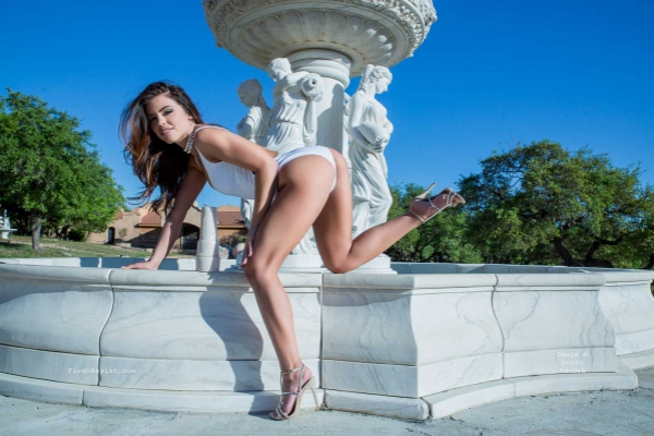 Adriana Chechik Fountain Image 32