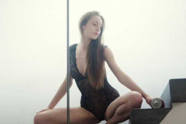 Alexandra Stain Photoshoot Image 2